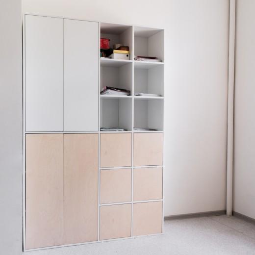 Шкаф без ручек с фанерными фасадами