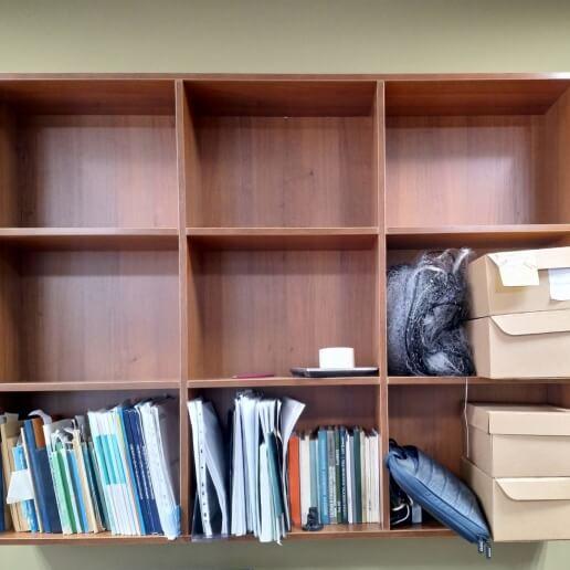 Навесной шкаф для книг
