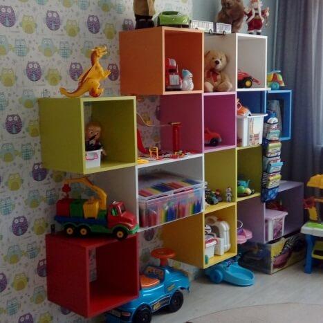 Разноцветный шкаф в детскую